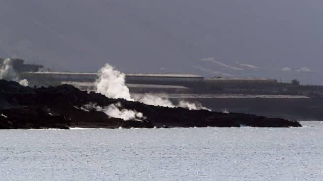 Vista del delta de lava en la costa de Tazacorte en la isla de La Palma este lunes.
