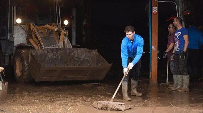 El tenista Rafa Nadal ayudando a los vecinos afectados por la riada de 2018.