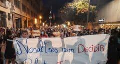 Lanzan huevos a los Mossos ante la Jefatura de Via Laietana en la manifestación del 1-O