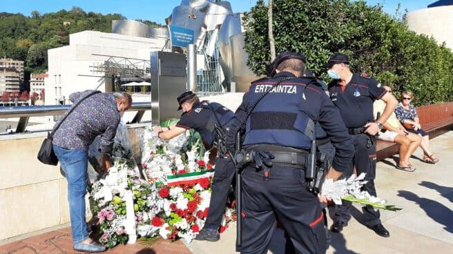 Homenaje en Bilbao a Chema Aguirre, el ertzaina que ETA asesinó hace 24 años en víspera de la inauguración del Guggenheim