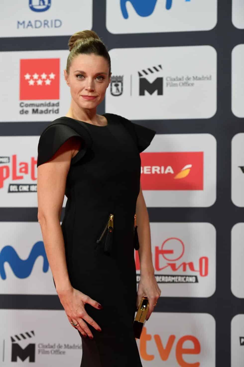 La actriz Carolina Bang, a su llegada a la ceremonia de entrega de los Premios Platino del Cine y el Audiovisual Iberoamericano que se celebra este domingo en Madrid
