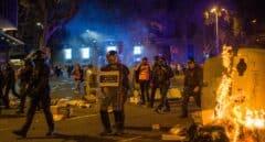 Cuatro detenidos y tres Mossos heridos leves en la manifestación por el 1-O en Barcelona
