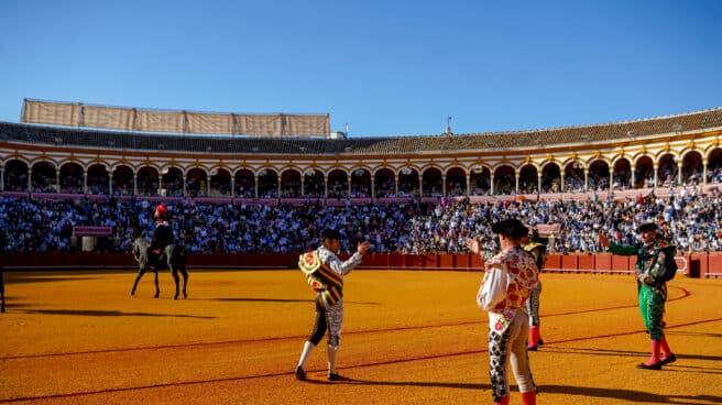 Paseíllo en La Maestranza de Sevilla.