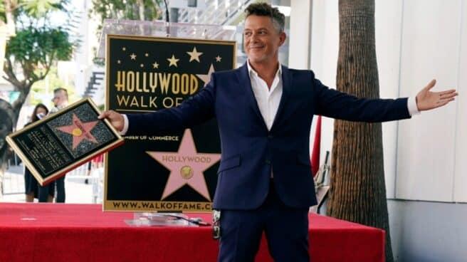 Alejandro Sanz con su estrella en el Paseo de la fama de Hollywood