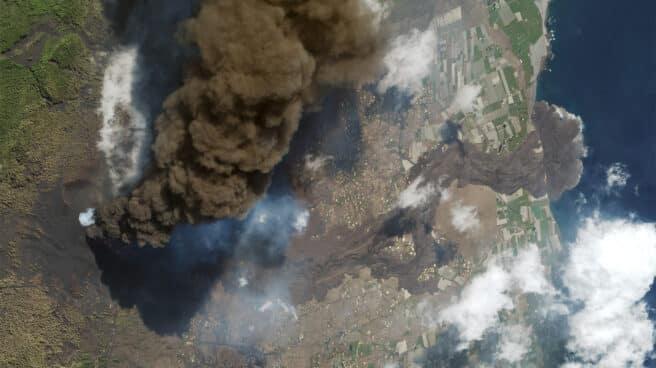 Imagen del volcán de la Palma y la colada de lava tomada desde el satélite SkySat el 4 de octubre