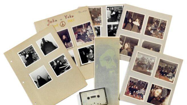 Lote de piezas subastadas del viaje de John Lennon y Yoko Ono a Dinamarca en 1970