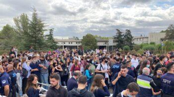 Bronca en la Autónoma de Barcelona: independentistas destrozan una carpa de alumnos constitucionalistas