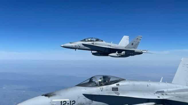 Aviones del Ejército del Aire sobrevuelan Madrid.