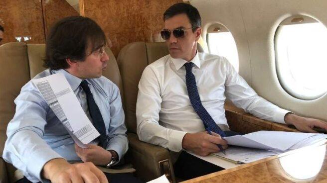 Pedro Sánchez, durante un vuelo en avión oficial.