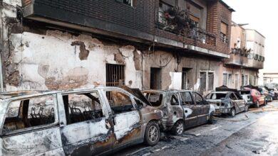 Un hombre quema su casa y siete coches en Molina de Segura (Murcia)