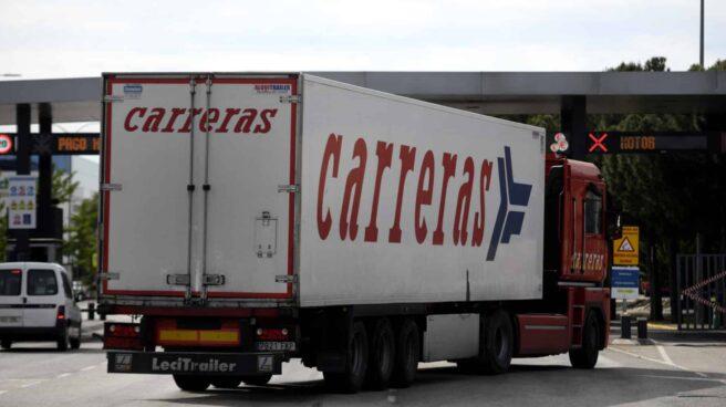 Un camión de largo recorrido accede a las instalaciones de Mercamadrid.