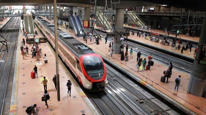Vista de la estación de trenes de cercanías de Atocha, en Madrid, en la segunda jornada de la huelga de maquinistas convocada por el sindicato Semaf, que este viernes ha dejado sin circulación a 179 trenes que tenían que cumplir los servicios mínimos.