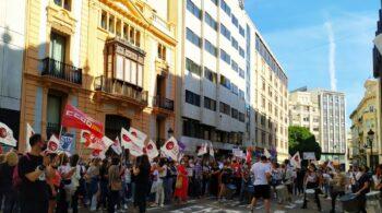 Los empleados de Banco Sabadell se manifiestan contra el ERE