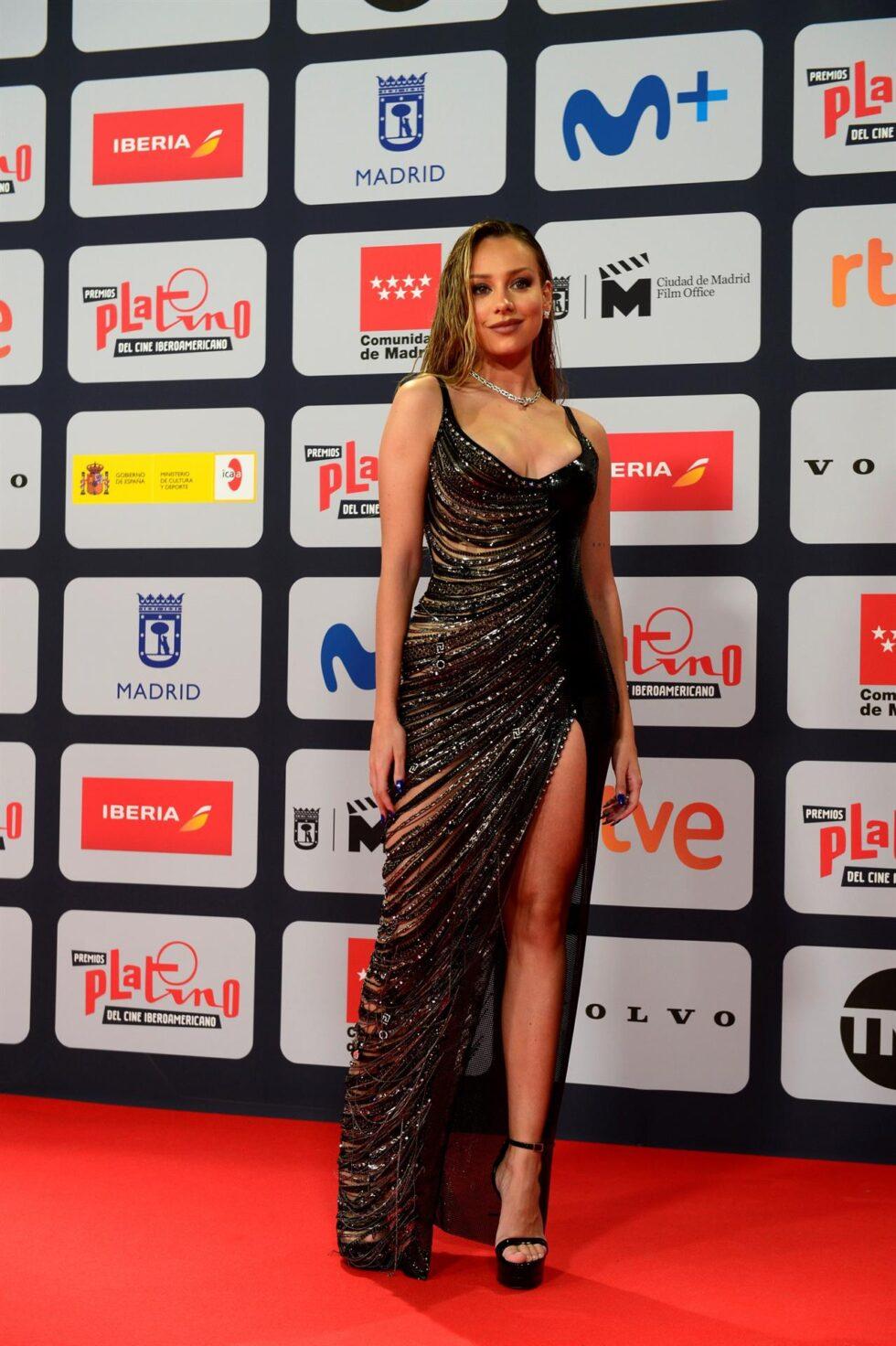 La actriz Ester Expósito, a su llegada a la ceremonia de entrega de los Premios Platino del Cine y el Audiovisual Iberoamericano que se celebra este domingo en Madrid