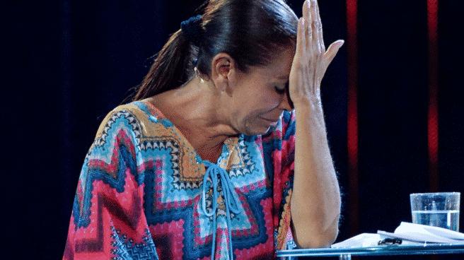 Isabel Pantoja llora en el plató tras su salida de 'Supervivientes'