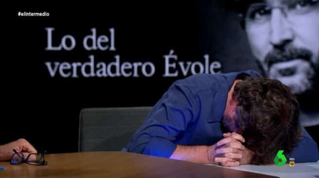 Frame de Jordi Évole sufriendo un ataque de cataplexia en El Intermedio