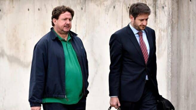 José Luis Peñas (izquierda) tras una de las sesiones del juicio por el 'caso Gürtel'.