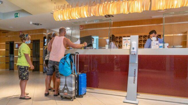 Recepción de un hotel de Canarias
