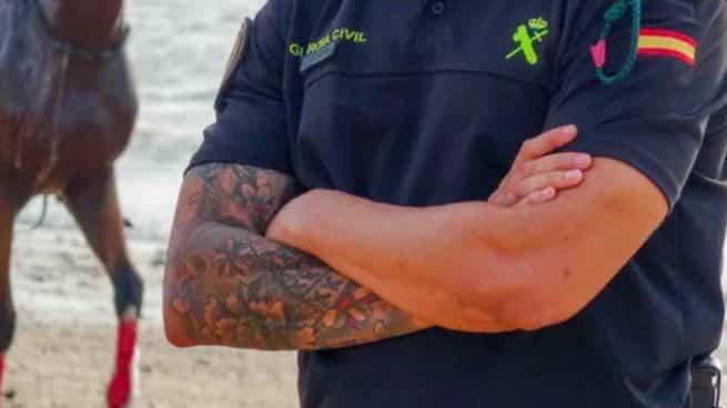 Tatuajes en el brazo de un Guardia Civil